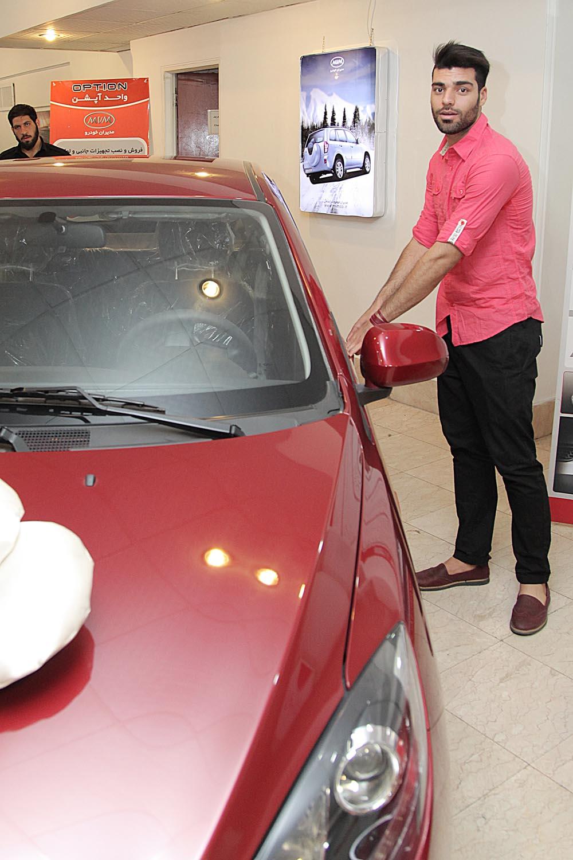 عکس جدید طارمی در خودروی جایزه اش
