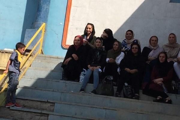 از ورود خانمها به استادیوم تا شکافتن ابروی پدر یکی از فوتبالیستها+تصاویر