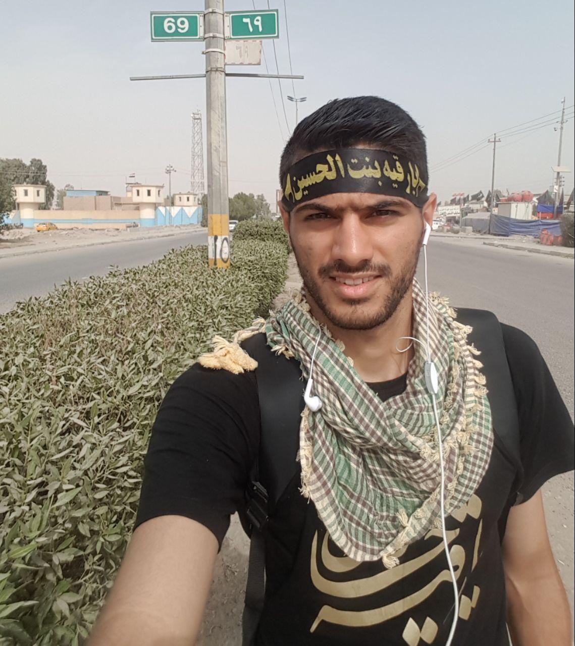 تصویری از مدافع تیم پرسپولیس در پیادهروی کربلا