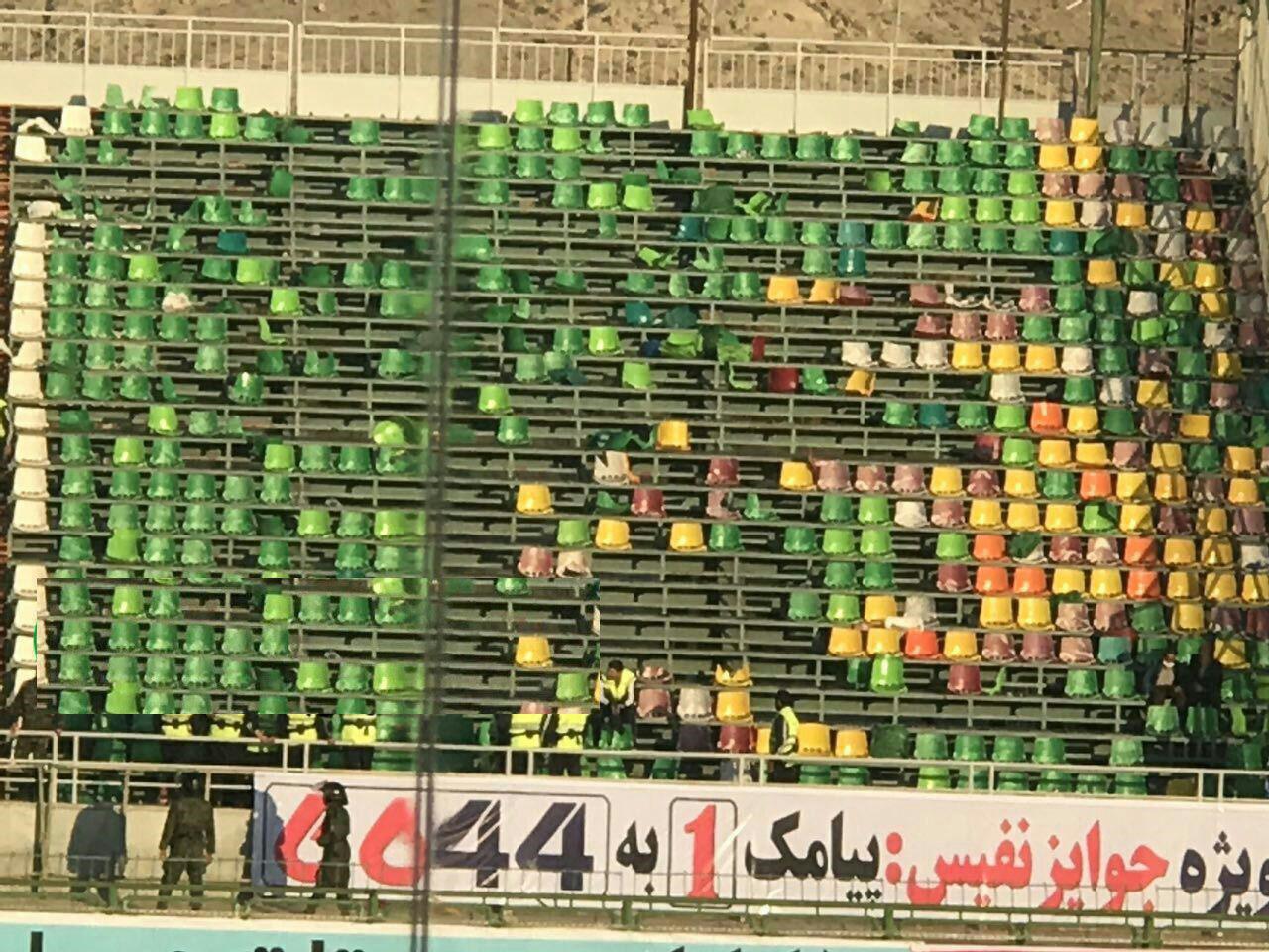 وقتی آبی ها جنبه باخت ندارند/ صندلیهای ورزشگاه آسیایی فولاد شهر هوا شد!+عکس
