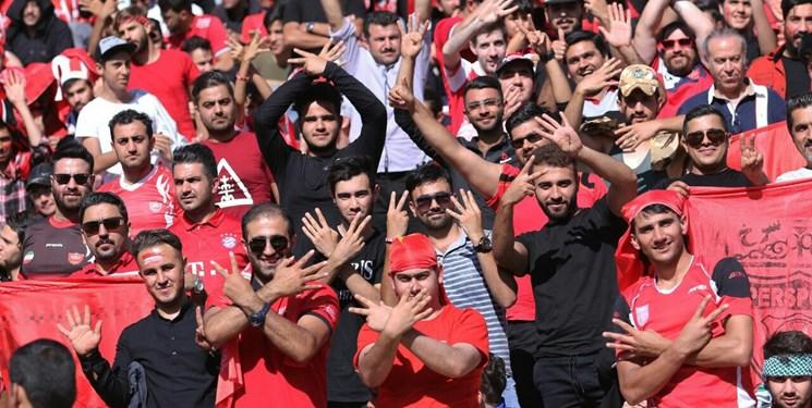 حضور خوانندگان پاپ در ورزشگاه/ تشویق عادل توسط هواداران
