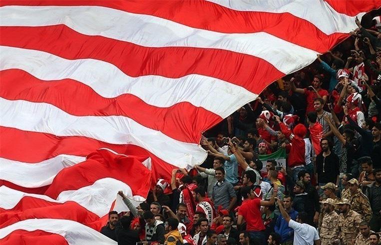 حاشیه بازی پرسپولیس – پارس جنوبی جم خوشحالی هواداران پرسپولیس از شکست تراکتورسازی/ تشویق برانکو در حضور مربی تیم ملی