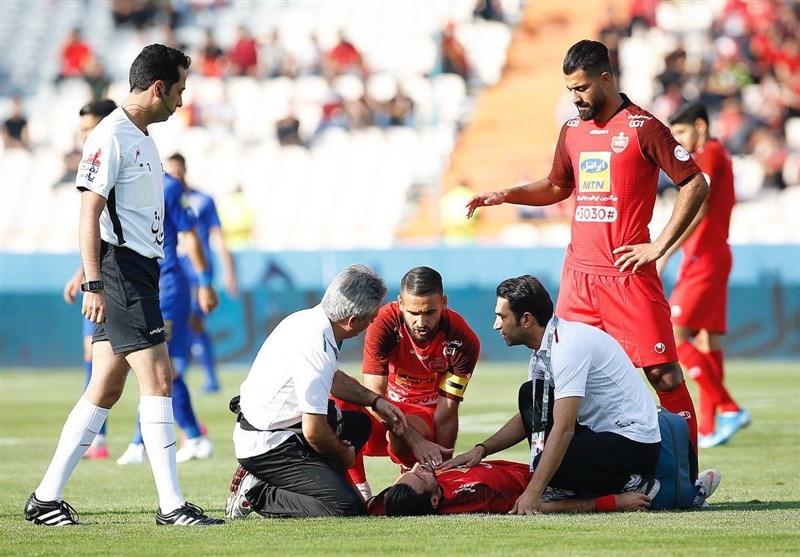 شکسته شدن سر مدافع پرسپولیس و اعتراض پیاپی بازیکنان به داور