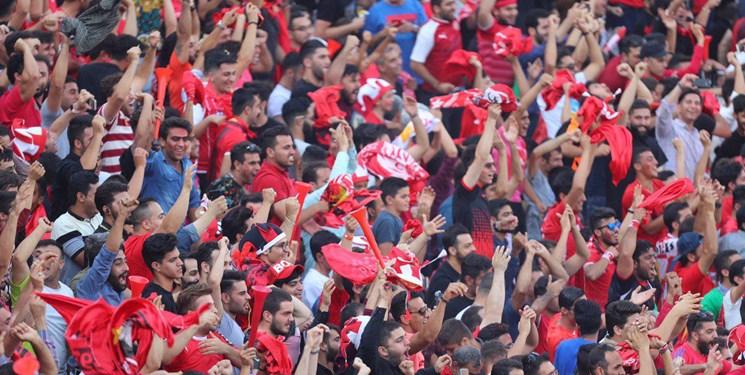 تشویق پرسپولیسیها با وجود تساوی در نیمه اول/اعتراض هواداران به ترکیب سرخها