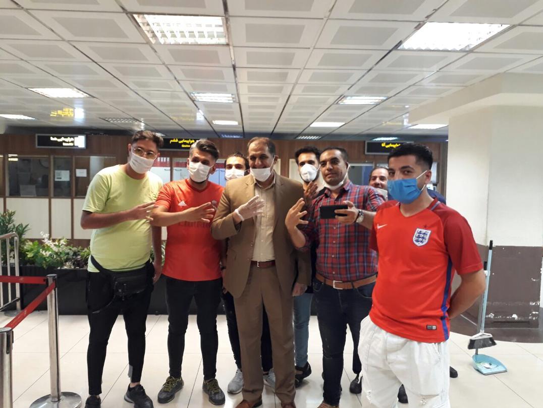 حاشیه ورود کاروان پرسپولیس به فرودگاه مهرآباد| رسولپناه از نماد جدید پرسپولیس رونمایی کرد