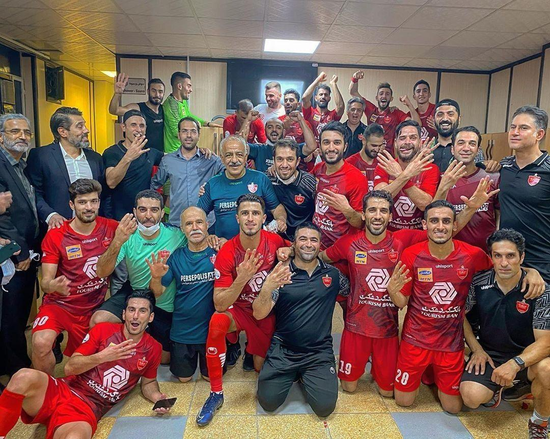 جشن قهرمانی پرسپولیس در شهر اولینها/ کری سرخها با عدد ۴ در رختکن بعد از پوکر قهرمانی + تصاویر