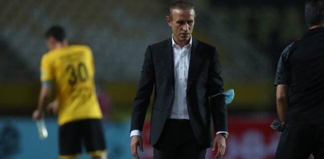 گلمحمدی: مستحق کسب سه امتیاز بودیم/ داور نیمه اول پنالتی ما را نگرفت
