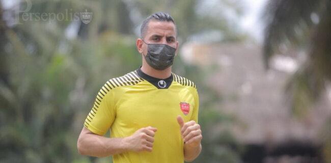 پیشگیری دقیق یک بازیکن پرسپولیس از کرونا/ در تمرینات هم ماسک را برنمیدارد
