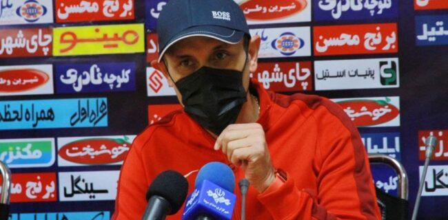 گلمحمدی: وزیر ورزش، پرسپولیس را از بلاتکلیفی خارج کند/ بازیکنان پرسپولیس بعد از اردوی تیم ملی آماده برنگشتند