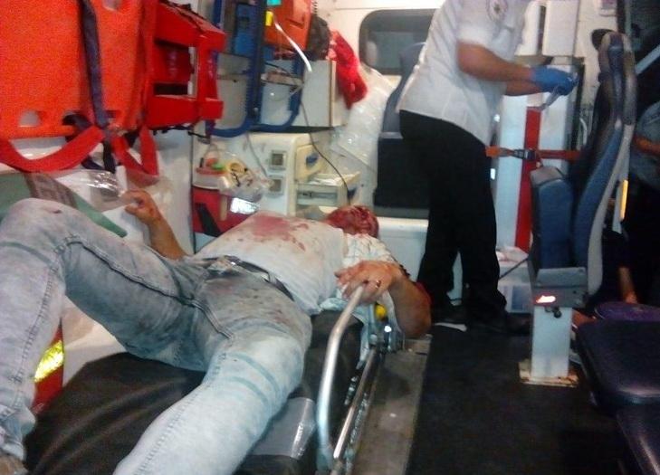 عکس/ انتقال پرسپولیسی غرق خون به بیمارستان