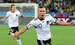 پودولوسکی: امیدوارم لو مربی تیم ملی بماند