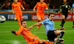 هلند با غلبه بر اروگوئه فینالیست شد