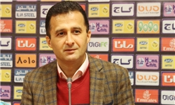 محمودزاده : بازیکنان ماشینسازی و صبا سهمیه لیگ برتری هستند/ باشگاهها باید از دو کمیته فدراسیون مجوز ثبت بازیکن بگیرند
