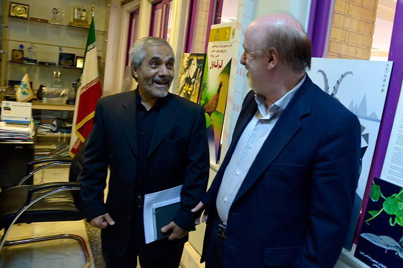 مدیرعامل پرسپولیس در باشگاه استقلال/ جلسه با حضور نمایندگان وزارت