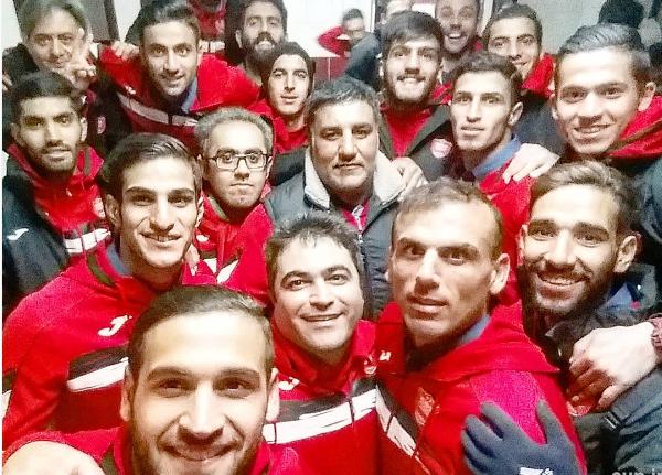 جشن پرسپولیسی ها در رختکن مشهد+عکس