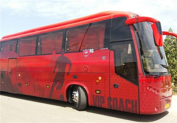 اتوبوس پرسپولیس به هتل المپیک رسید / عکس یادگاری با بازیکنان +تصویر